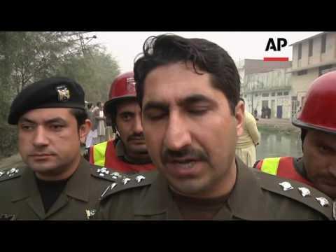 Paramilitary officers die in Pakistan bomb blast