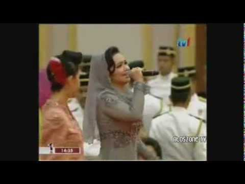 Dato' Siti Nurhaliza in Nazreen idris at Istana Negara (National Palace) 2012
