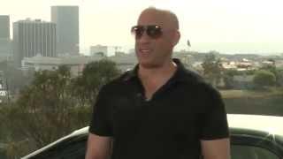 Vin Diesel canta por un beso cancion de Romeo Santos! español