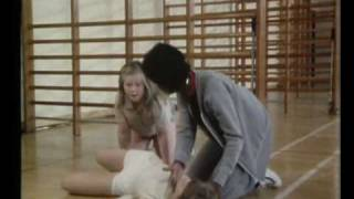 GRANGE HILL SERIES 3 - SALLY FORSYTH COLLAPSES IN  GYM CLASS