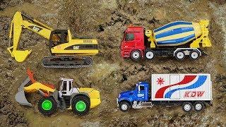 포크레인 건설 중장비 진흙 찾기 모래놀이 Construction Vehicles in the Mud