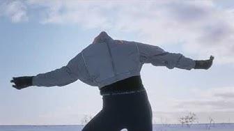 Taitoluistelija Emmi Peltonen luisteli unelmiensa erikoiskoreografian keskellä Lapin erämaata