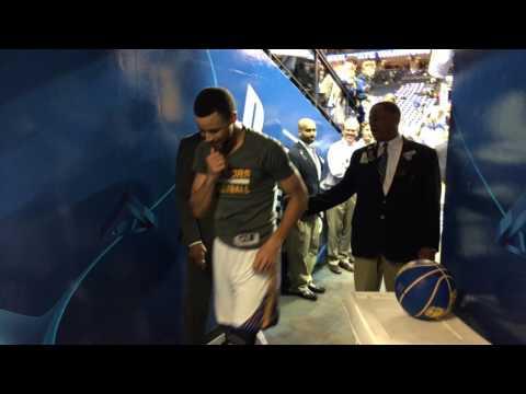 Stephen Curry tunnel sprint, Golden State Warriors (57-14) vs Sacramento Kings