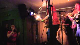 THE AMPHETAMEANIES - Say something special (live at Glasgow Popfest) (9-12-2011)