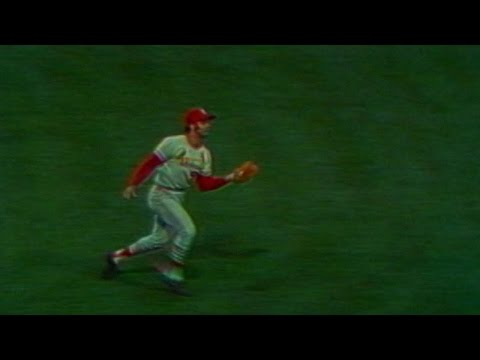1971 ASG: Joe Torre makes catch across infield