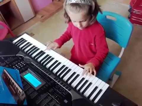 8 - Only You - Klaudia 7 lat Przasnysz uczy sie grać na keyboardzie Casio