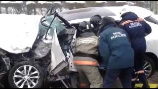 МЧС вырезали водителя Лексуса из машины после ДТП с Камазом в Новосибирске 12.01.2017