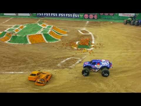 Monster Jam 2017 - Two wheel balancing - Max-D Winner - NRG Stadium, Houston, 21-Oct-2017
