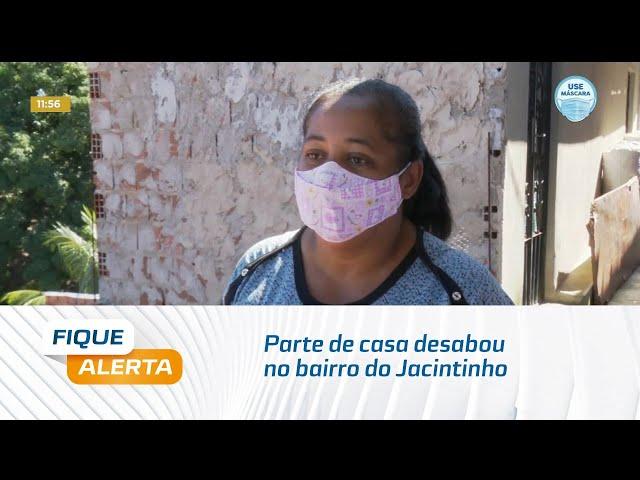 Parte de casa desabou no bairro do Jacintinho