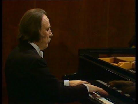 Arturo Benedetti Michelangeli - Beethoven: Piano Sonatas No.12 & 11 (1981)