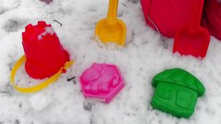 Kids play with SNOW by Mania kids