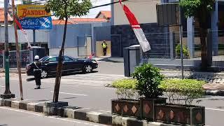 Gambar cover Detik detik PAK JOKOWI tiba di Rumah Makan Pak ELLAN 2