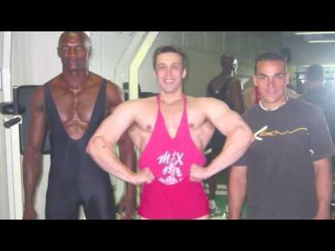 Exercice de musculation avec haltère   FunnyDog.TV