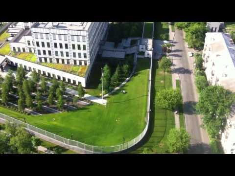 Охрана посольства США ловит нарушителя