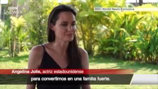 Angelina Jolie llora al hablar de su divorcio de Brad Pitt