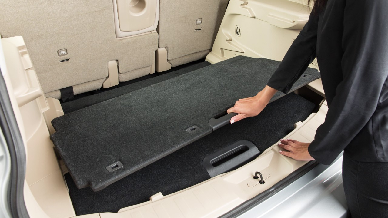 Nissan Rogue Owners Manual: Divide-n-hide adjustable floor (if so equipped)
