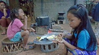 เด็กน้อยลาวกินข้าวเป็นตาแซบ ปิ้งปลาเซียงยางกินเเลง เมืองซำเหนือ แขวงหัวพัน