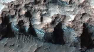 Hielo en un escarpe con clorita en el noroeste de Hellas