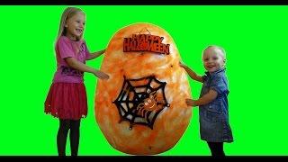 Николь и сестричка открывает гигантское яйцо с сюрпризами на Хэллоуин !
