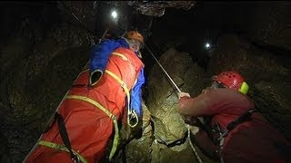 Sous terre, avec les spéléologues sauveteurs