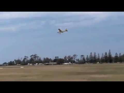 AWESOME PILOT!! EXTREME Crosswind Landing In A Cessna - 30-40 Knot Winds