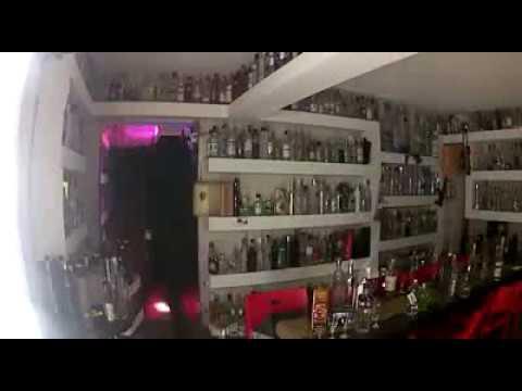 Momento en el que roban la botella de Vodka valorada en un millón de dólares