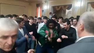 Свадьба в Карабудахкенте / Ребята классно танцуют