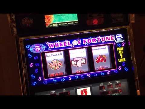 Casper's mystery mirror casino slots