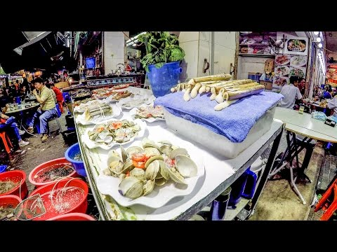 Hong Kong, Temple Street. Food, Magicians and Other Crazy Things Seen Around the Night Market