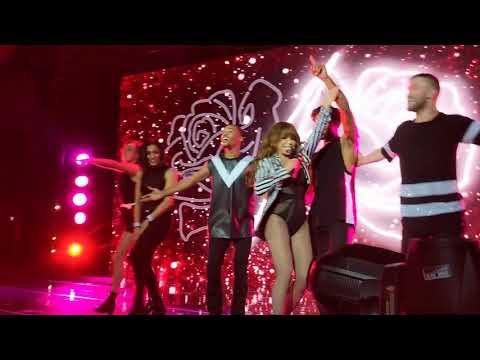 PAULA ABDUL Forever your girl  sings in Balcony  Hard Rock Casino Biloxi10/20/18