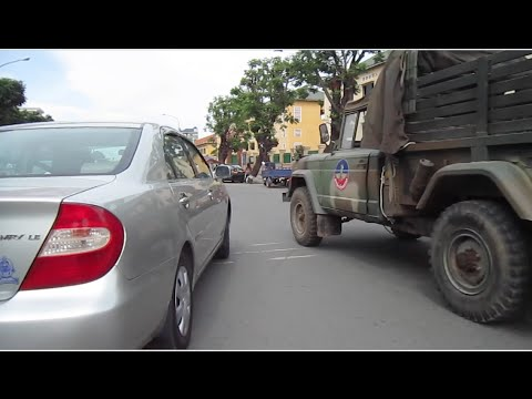 Monday afternoon on the roads in the city of Phnom Penh