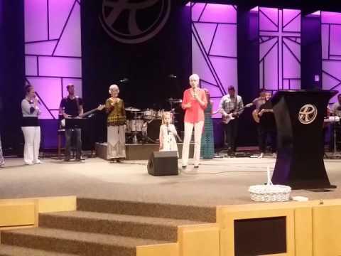 Sarah Grace Singing Amazing Grace
