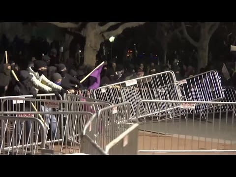 UC Berkeley Protesters Set Fires, Vandalize Campus Before Event Cancellation
