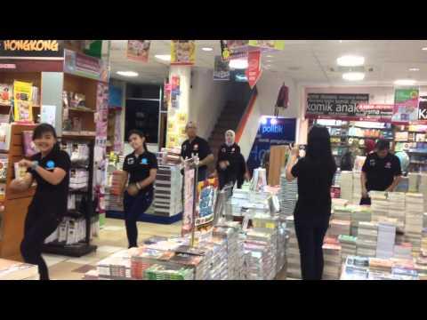 Flashmob gramedia palembang atmo