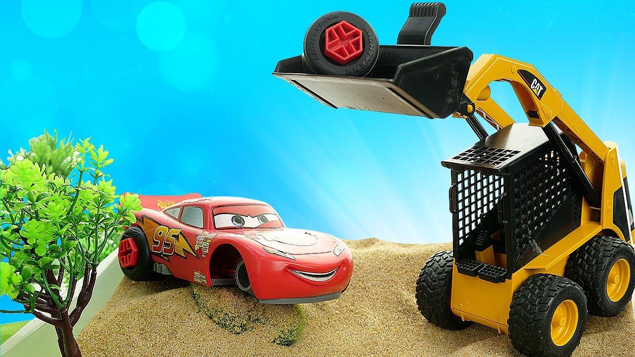 ¡Rayo McQueen ha perdido sus ruedas! Carros para niños. Juegos de coches