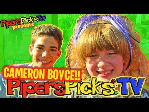 CAMERON BOYCE Talks DATING, DANCING, JESSIE & SINGS with PIPER & MAYA BOYCE on the Red Carpet!?