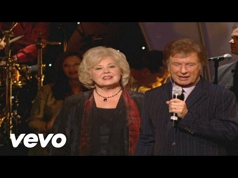 Bill & Gloria Gaither - Something Beautiful [Live] ft. Gaither Vocal Band