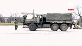 Военные России покидают Керченскую паромную переправу(, 2014-03-04T10:57:57.000Z)