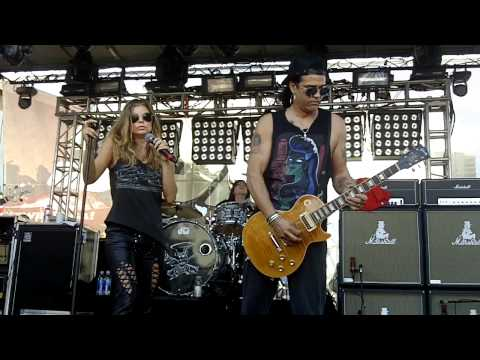 Slash w Fergie - Barracuda - Sound Check - HD