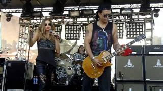 Slash w Fergie - Barracuda - Sound Check - HD