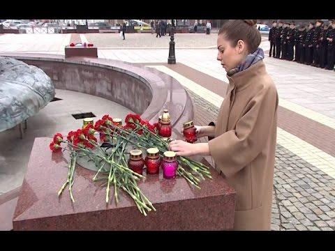 Площадь Победы в Калининграде превратилась в мемориал жертв теракта