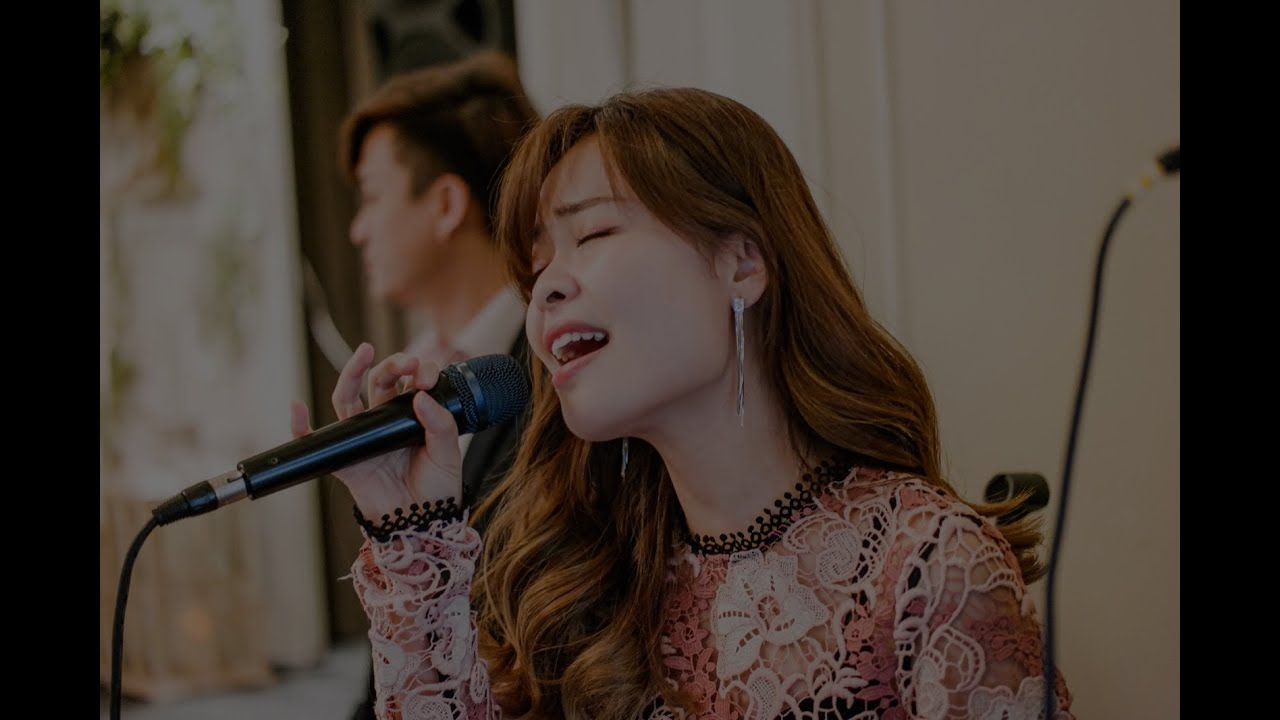 How a Bubbly Singer spice up events? - Felicia - Wedding Live Band | Corporate Events