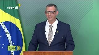 Porta-voz Otávio Rêgo Barros conversa com a imprensa