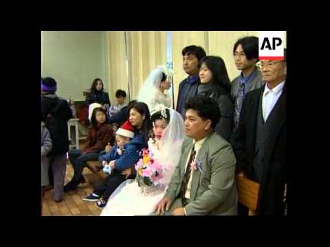 HONG KONG: VIETNAMESE REFUGEES MARRY TO STAY IN COLONY