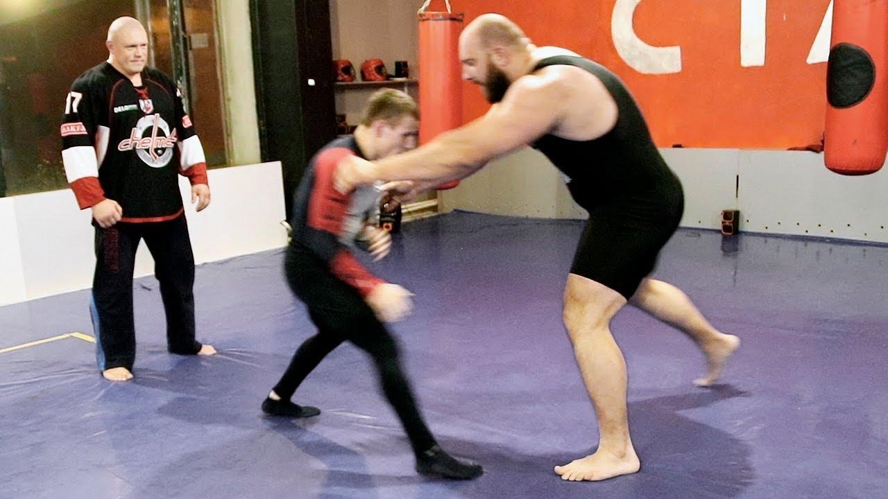 Огромный качок против борца / Giant powerlifter 150 kg VS little wrestler 60 kg