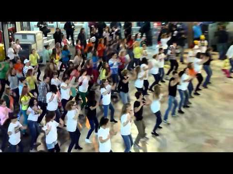 флешмоб Жесты Добра  на Курском вокзале  20.11.2014