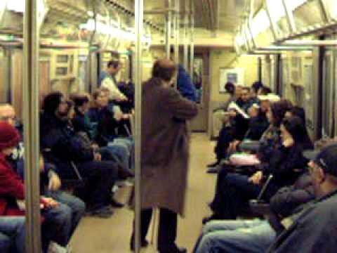 2004 tavaszi útunk New York metrón egy hegedű művész