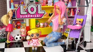 Barbie Doll LOL Family Holiday Shopping in The Mall - LOL Baby Goldie Gets Lost ?