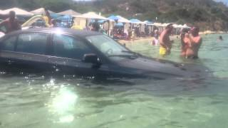 Parchezi BMW in mare si esti viral , cocalarul cu BMW subacvatic