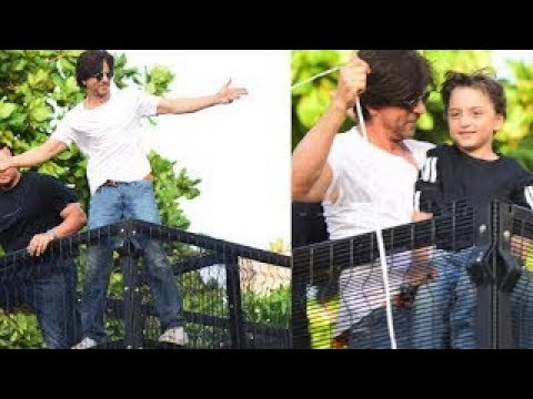 Shahrukh Khan With AbRam Greets Fans Outside Mannat | 54th Birthday Mp3
